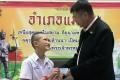 Mongkol Boonpiam receives a Thai citizenship ID card from Mae Sai District Chief Somsak Kanakham in Chiang Rai province on Wednesday. Photo: EPA