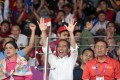 Indonesian President Joko Widodo (C) cheers during the men's team finals badminton match between China and Indonesia. Photo: EPA