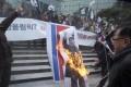 South Korean protesters burn a portrait of North Korean leader Kim Jong-un. Photo: AP