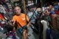 Fabric vendor Chan Yu-tung in his shop at Yen Chow Street Hawker Bazaar in Sham Shui Po. Photo: David Wong
