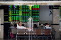 Investors monitor stock prices at a securities company in Shanghai on September 25, 2018. Photo: AFP