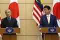 Malaysian Prime Minister Mahathir Mohamad and Japanese Prime Minister Shinzo Abe. Photo: AP
