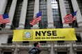 A Snapchat sign hangs on the facade of the New York Stock Exchange (NYSE) in New York City, January 23, 2017. Photo: Reuters