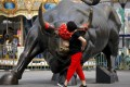 A Chinese woman touches a bull statue on display outside a mall in Beijing, in June. Data from the Institute of International Finance for the first week of November showed inflows of US$5 billion into China equities, the largest weekly total in four years. Photo: AP