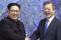 North Korean leader Kim Jong Un with South Korean President Moon Jae-in. Photo: AP