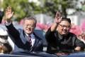 South Korean President Moon Jae-in and North Korean leader Kim Jong-un ride in a car during a parade through a street in Pyongyang on September 18. Photo: Pyongyang Press Corps Pool via AP