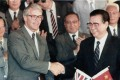British prime minister John Major shakes hands with his Chinese counterpart Li Peng after they signed the agreement for Hong Kong's new airport in Beijing in 1991. Photo: Reuters
