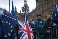 Brexit backers and opponents gather outside the Houses of Parliament in London on January 14. Ahead of the failed Brexit vote on Tuesday, Prime Minister Theresa May warned that the UK's withdrawal from the EU may not happen at all if the plan were rejected, thus undermining faith in the democratic process. Photo: EPA-EFE