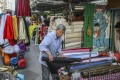 An elderly worker in Sham Shui Po. Photo: Sam Tsang