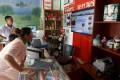 A customer shops at an Alibaba rural service centre in Jinjia Village, Tonglu, Zhejiang province, China, July 20, 2015. Photo: Reuters