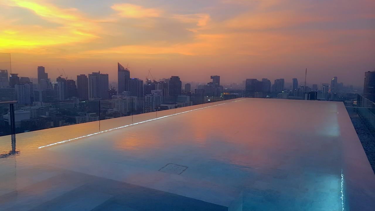 5 most amazing swimming pools in Bangkok hotels