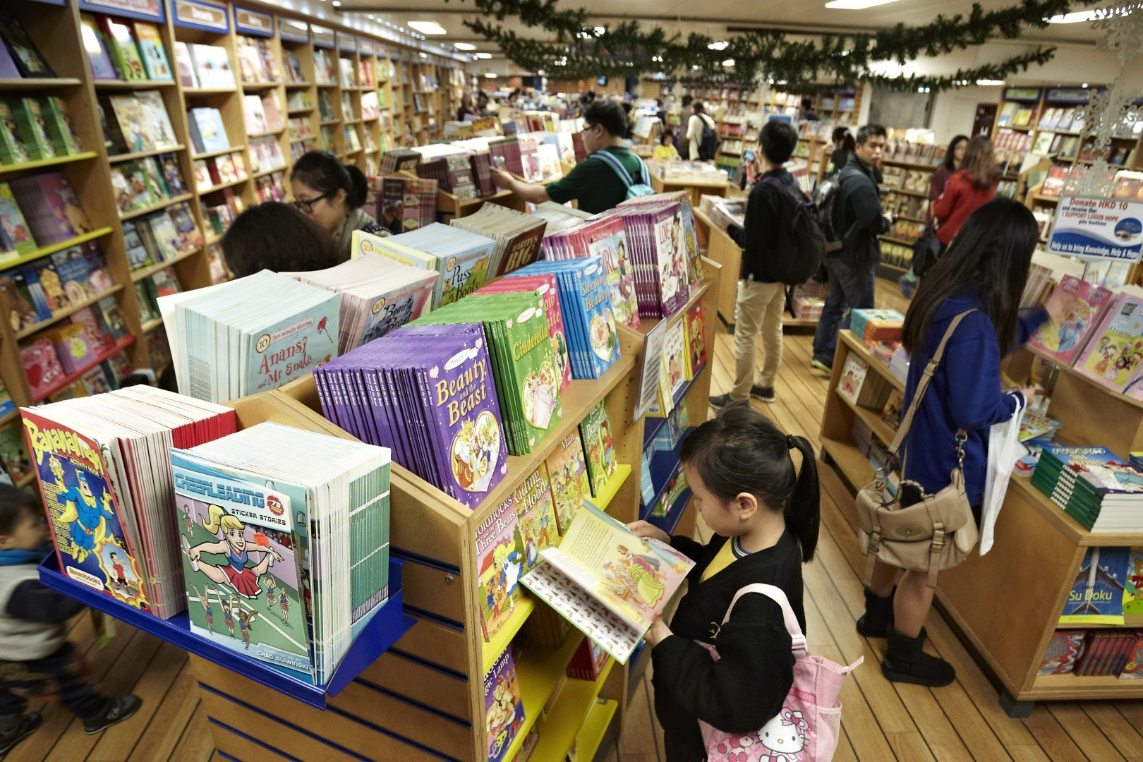 Floating book fair drops anchor in Hong Kong for two weeks
