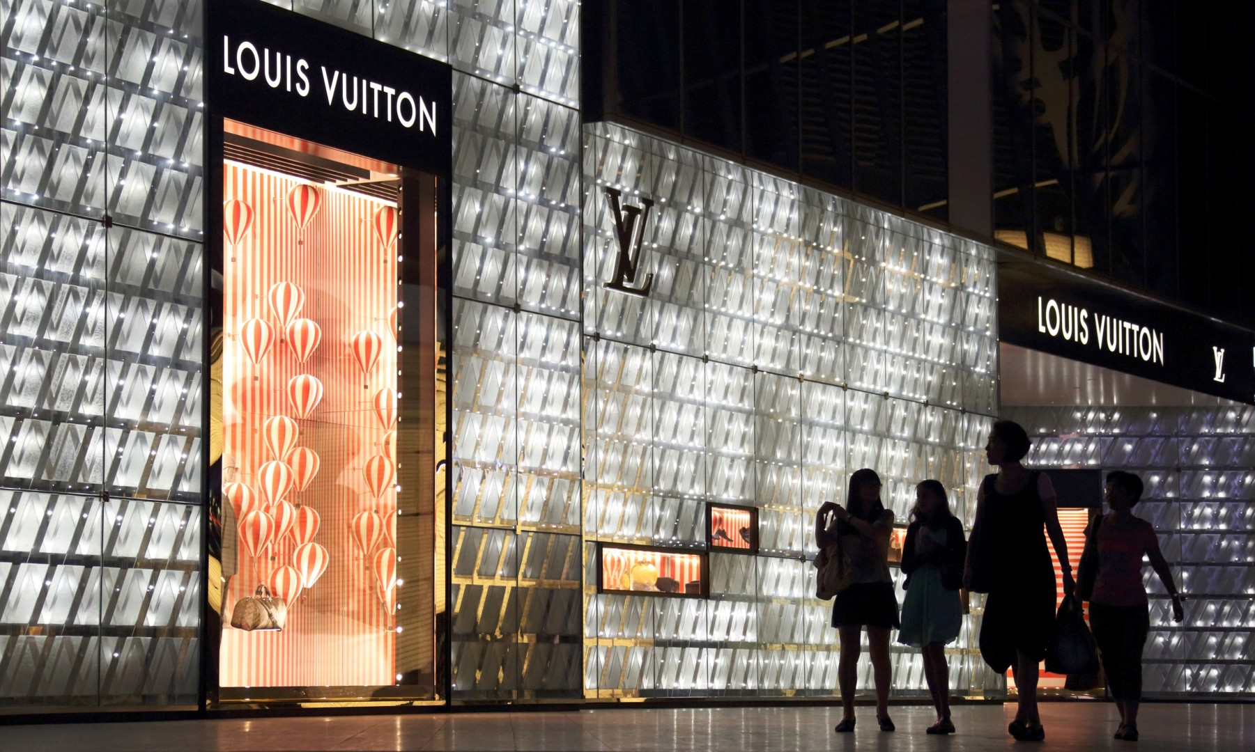 f06f73ad69b9 Just why are Louis Vuitton and other high-end retailers abandoning China