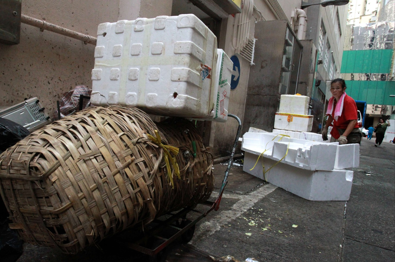 Hong Kong's fisheries blame lack of recycling facilities for