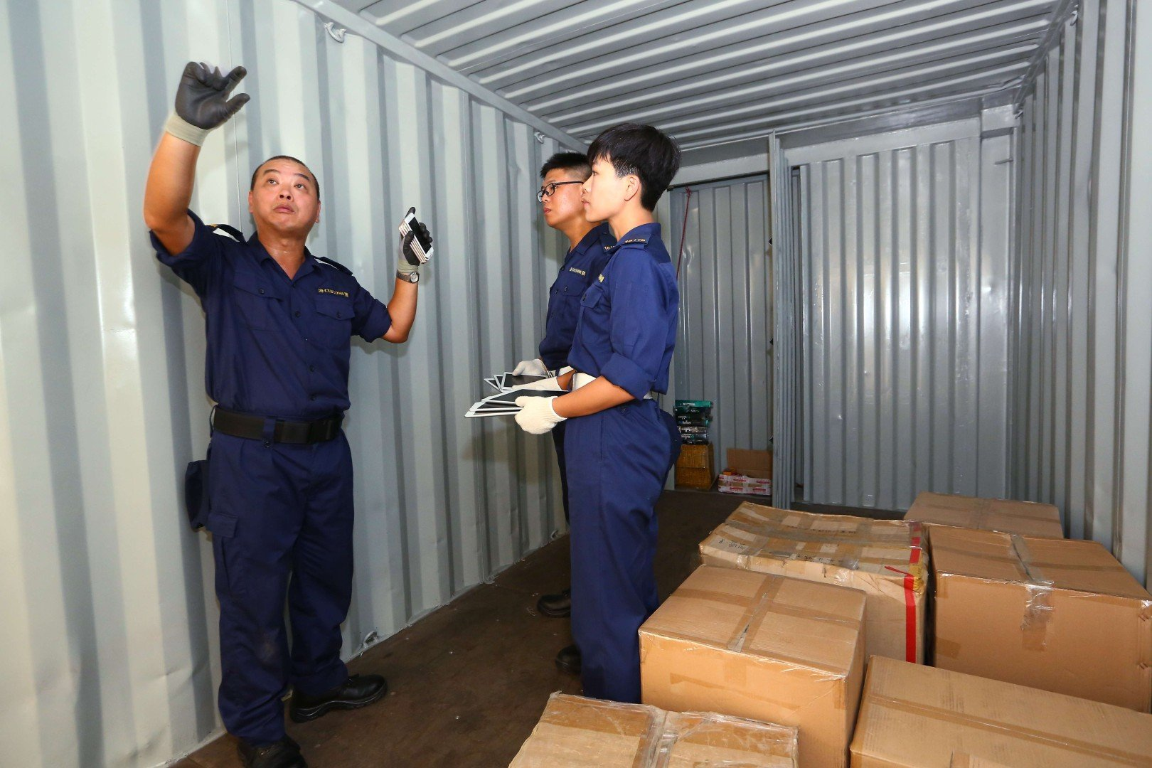 Hong Kong customs officers detect rising trend of gold and
