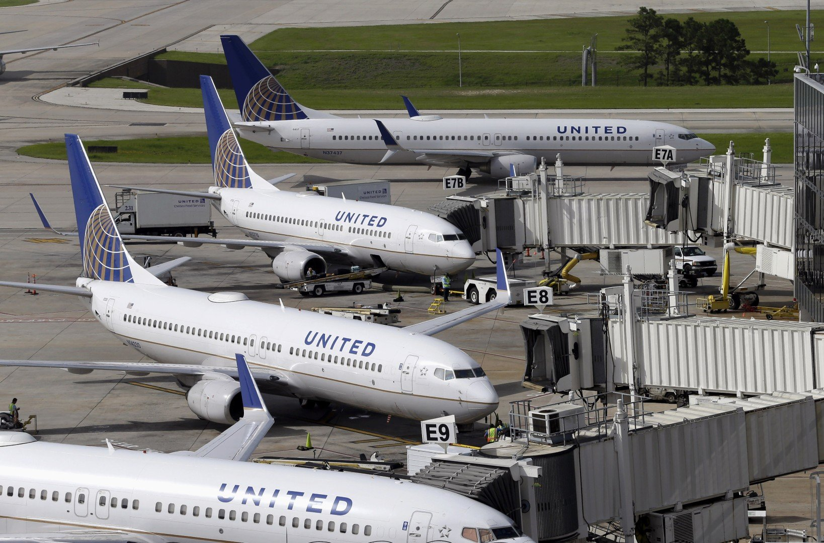 3b14c922ff A United passenger is suing the airline after he allegedly fractured his  spine on a plane