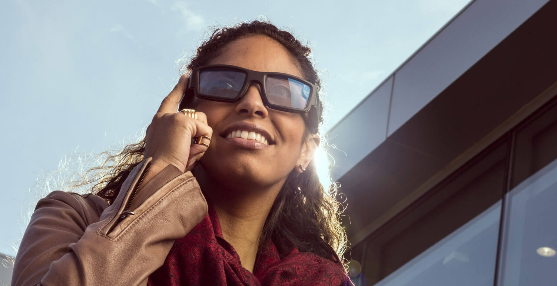 db050b8db3a Smart glasses that let you see your smartphone screen that is out of sight