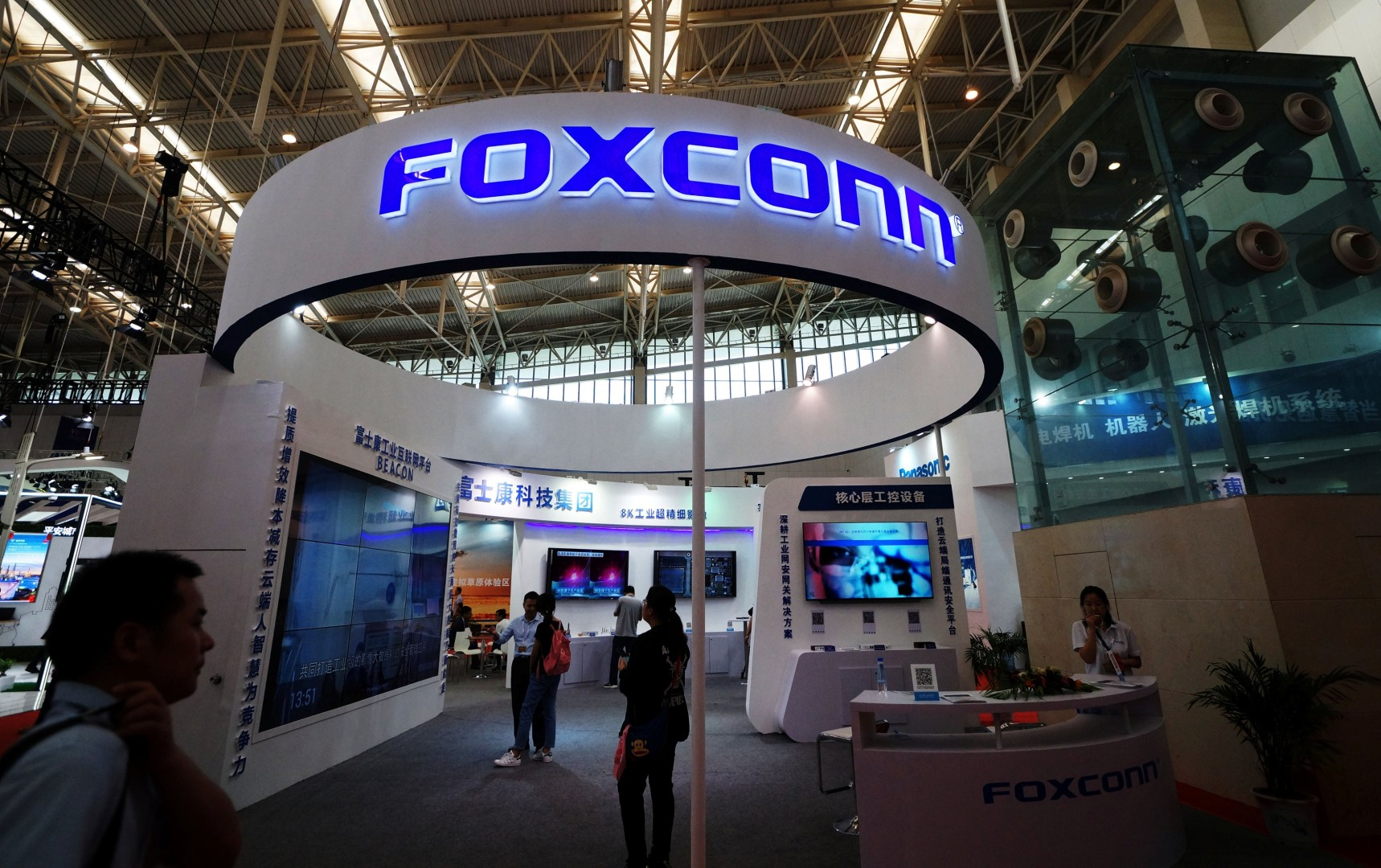 Why stock traders are dumping Apple supplier Foxconn