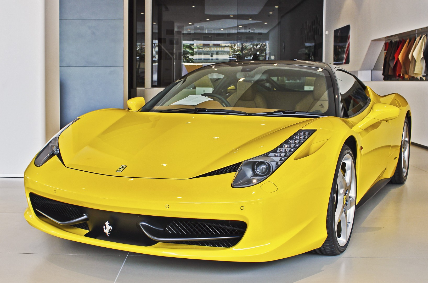 48219d88c9cbb8 Police arrest four suspects for theft of Ferrari and two Mercedes-Benz from  Kowloon garage