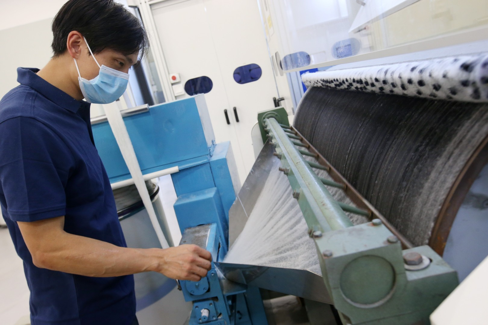 What can you do with your old clothes? How new recycling plant aims