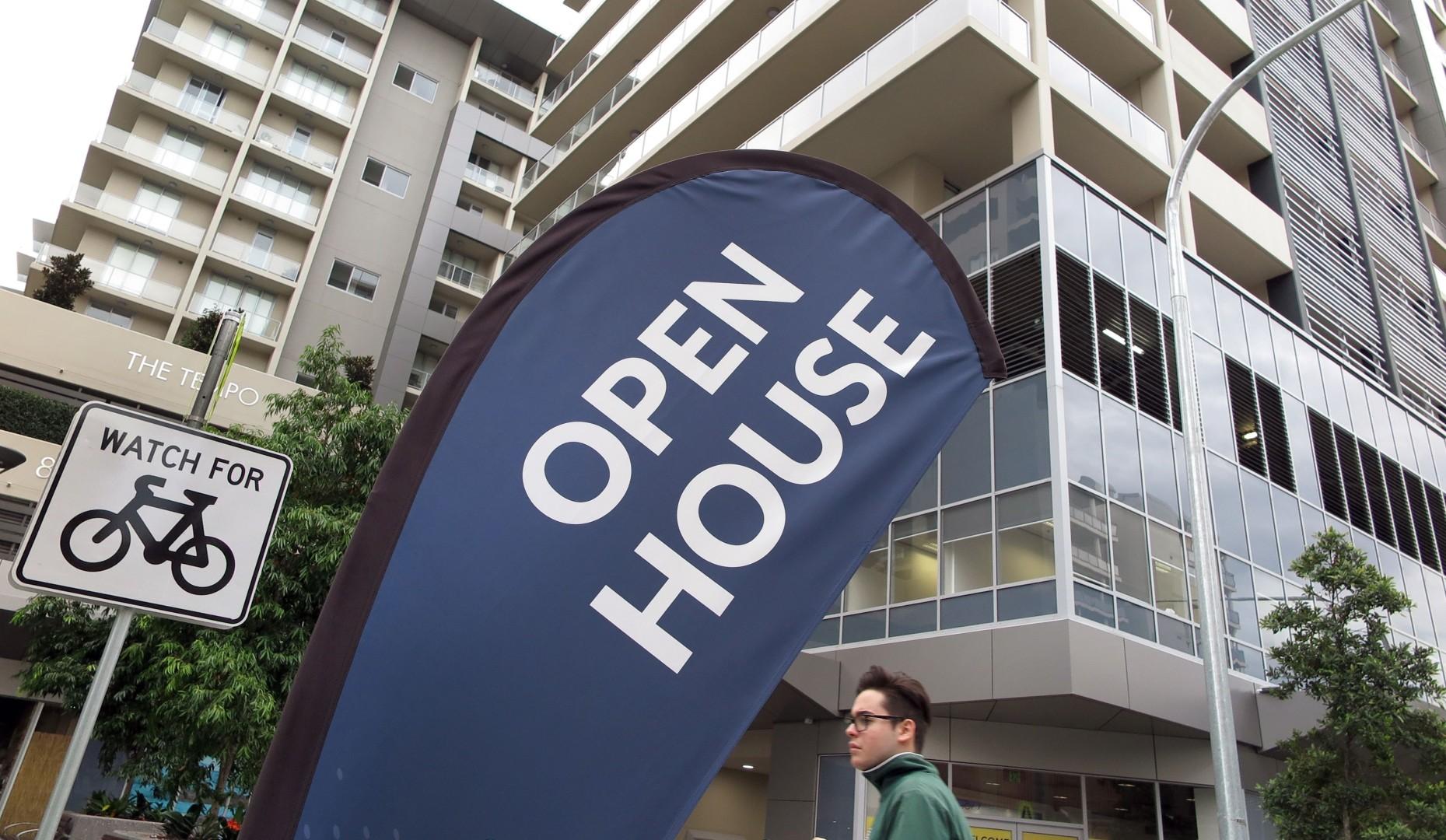 Buyers on a bargain hunt as Australia's housing market keeps