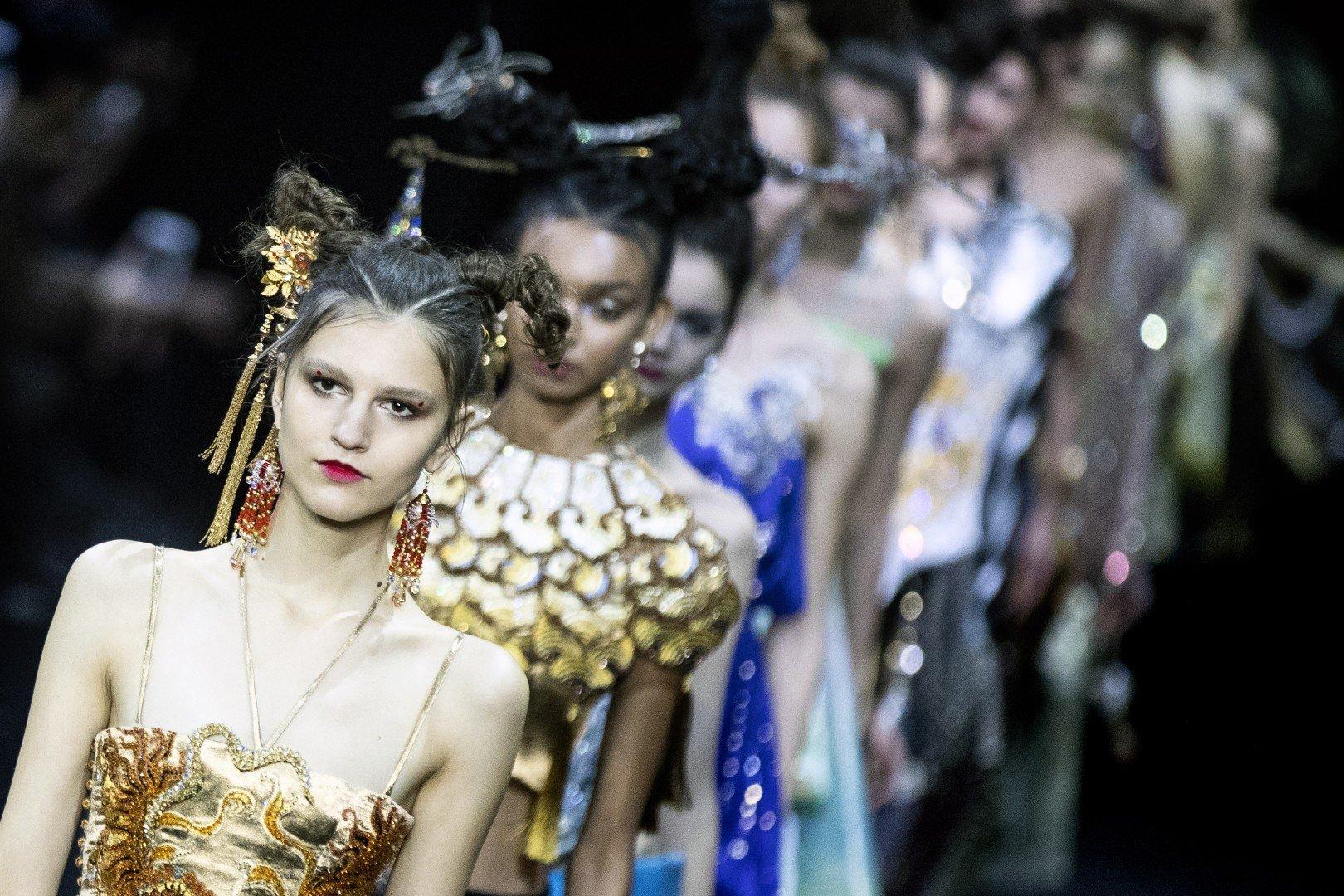 70f47ae8ef5bc Paris Haute Couture 2019: China's fashion 'queen' Guo Pei's lavish ...