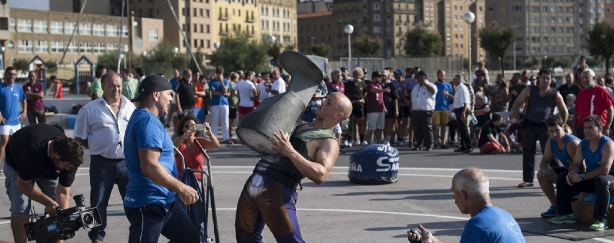 A stone-lifting event in San Sebastian. Picture: Miguel Candela