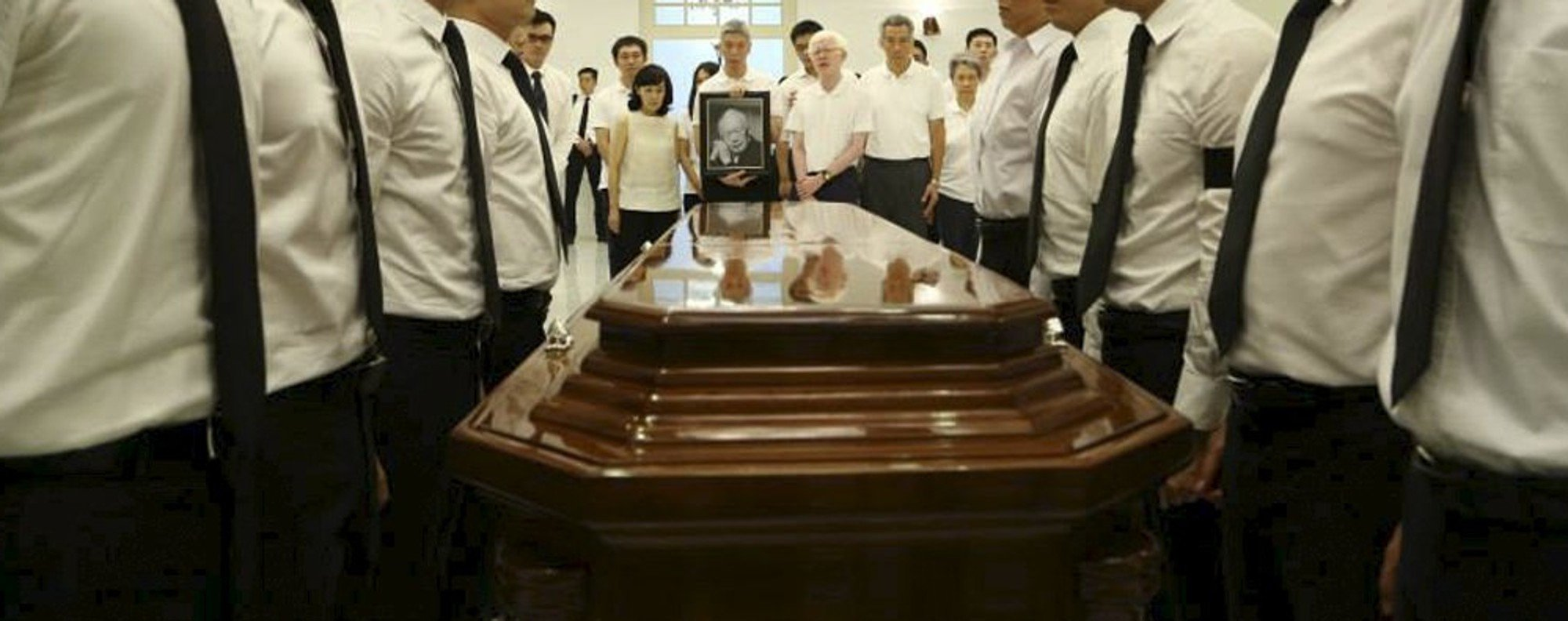 Lee Kuan Yew's family – and coffin. Photo: Reuters