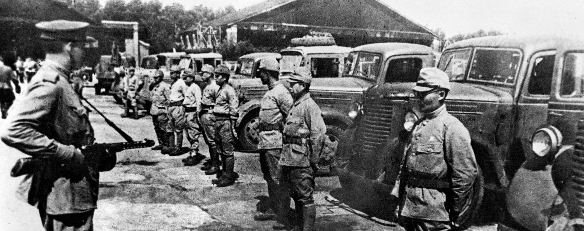 Soviet troops disarm Japanese invaders in China in 1945. Photo: Xinhua