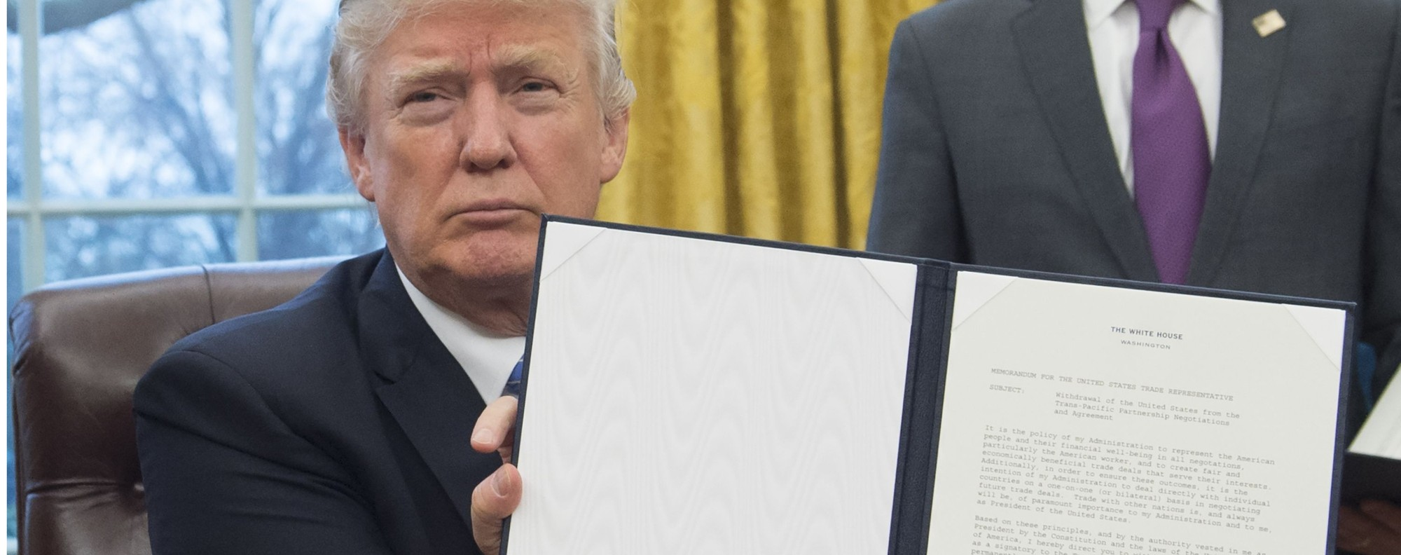 Trump's order to withdraw from the TPP. Photo: AFP