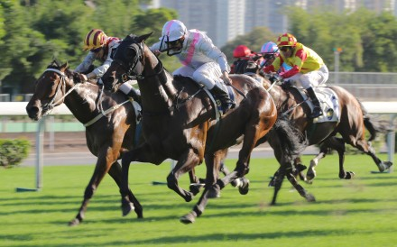 Top Act (Richard Fourie) just fights off Romantic Touch (Vincent Ho) to take out the Ladies' Purse, a race that has a history stretching back to 1846. Photos: Kenneth Chan