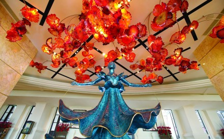 Fiori di Paradiso by Dale Chihuly and Dalnian Dancer by Salvador Dali are in the MGM Macau lobby.