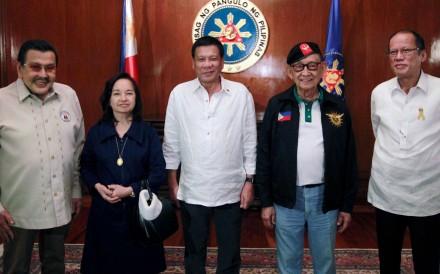 President Rodrigo Duterte (centre) with former presidents (from left) Joseph Estrada, Gloria Macapagal Arroyo, Fidel Ramos and Benigno Aquino. Photo: Reuters
