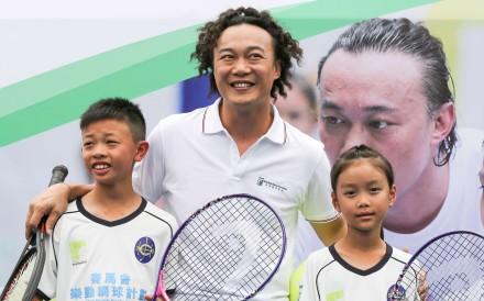 Eason Chan (Centre) at the Hong Kong Tennis Association and Jockey Club's launch of the Tennis Rocks Programme at Victoria Park. Photo: Jonathan Wong