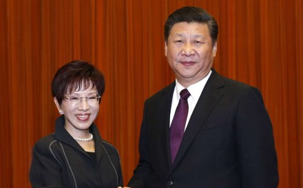 Communist Party chief Xi Jinxing and chairwoman of Taiwan's Kuomintage Hung Hsiu-chu meet in Beijing on Tuesday. Photo: Xinhua