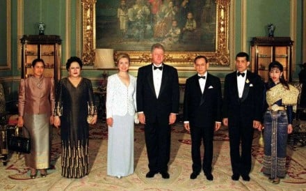 US president Bill Clinton and his wife Hillary pose for a photo with King Bhumibol and other members of the Thai royal family at the Grand Palace in Bangkok, on a visit to Thailand in 1996. Photo: AFP