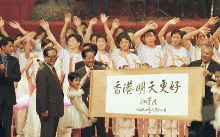 China's President Jiang Zemin (L) presents a Chinese calligraphy scroll to Hong Kong Chief Executive Tung Chee-hwa during a ceremony to mark the establishment of HKSAR on July 1, 1997.