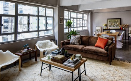 When interior designer Suzy Annetta upsized from a cockloft to a 1,500 sq ft rental, she used her favourite furniture to break up the space and recreate the snugness of her previous home