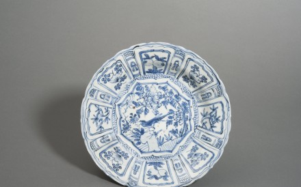 A porcelain Kraak dish from late Ming dynasty China. Kraak wares were commissioned by Dutch clients with modifications to suit Western tastes. Photo: Courtesy of the Hong Kong Maritime Museum