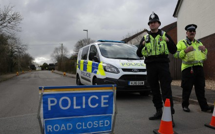 British police officers stand on duty as members of the Army work in a residential street in Alderholt, southern England, on March 15, 2018, as investigations and operations continue in connection with the poison attack on a former Russian spy and his daughter. Photo: AFP