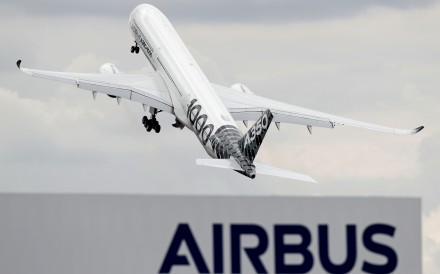 An Airbus A350-1000 XWB passenger aircraft performs in a flying display at the Farnborough air show near London on Wednesday. Photo: AFP