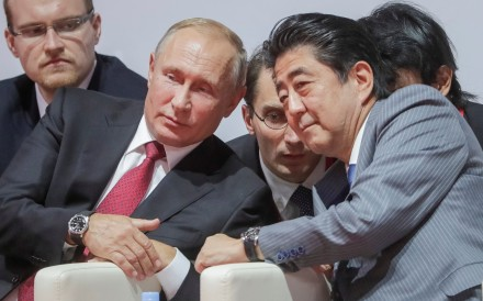 Russian President Vladimir Putin and Japanese Prime Minister Shinzo Abe watch a judo tournament on the sidelines of the Eastern Economic Forum in Vladivostok on September 12, 2018. Photo: Reuters