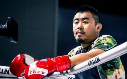 Xu Xiaodong showboats during his fight against Tian Ye. Photo: Zhong Tai Boxing Club