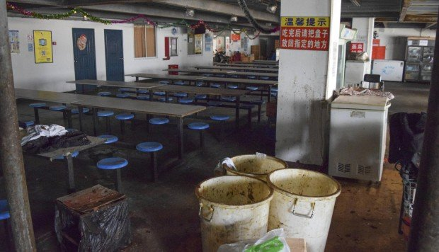 A canteen in the now abandoned Pegatron dormitory complex in Shanghai. Photos: George Knowles; Bloomberg