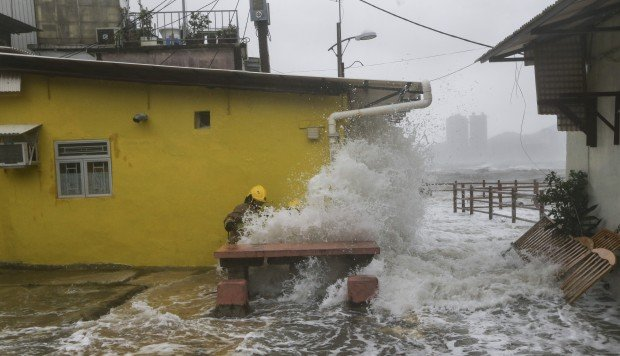 Flooding and flight chaos as Hato moves away from Hong Kong
