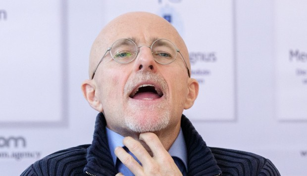 Human head transplants are not allowed in China, warns senior health official: Head of transplant committee attacks procedure as 'publicity stunt' and calls for ethics committee to act.