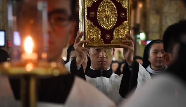 Hong Kong cardinal calls for Vatican official to quit over Beijing talks