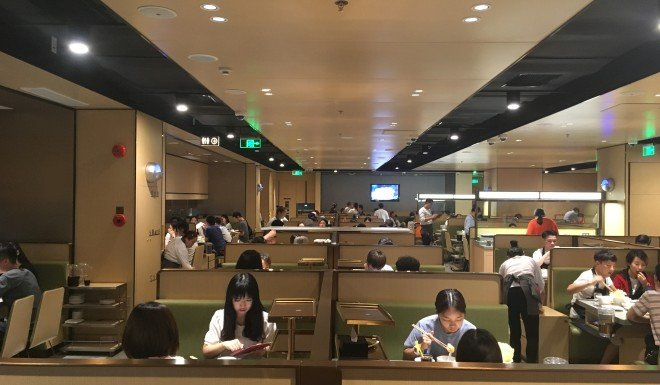 Haidilao offers plenty of space for diners.