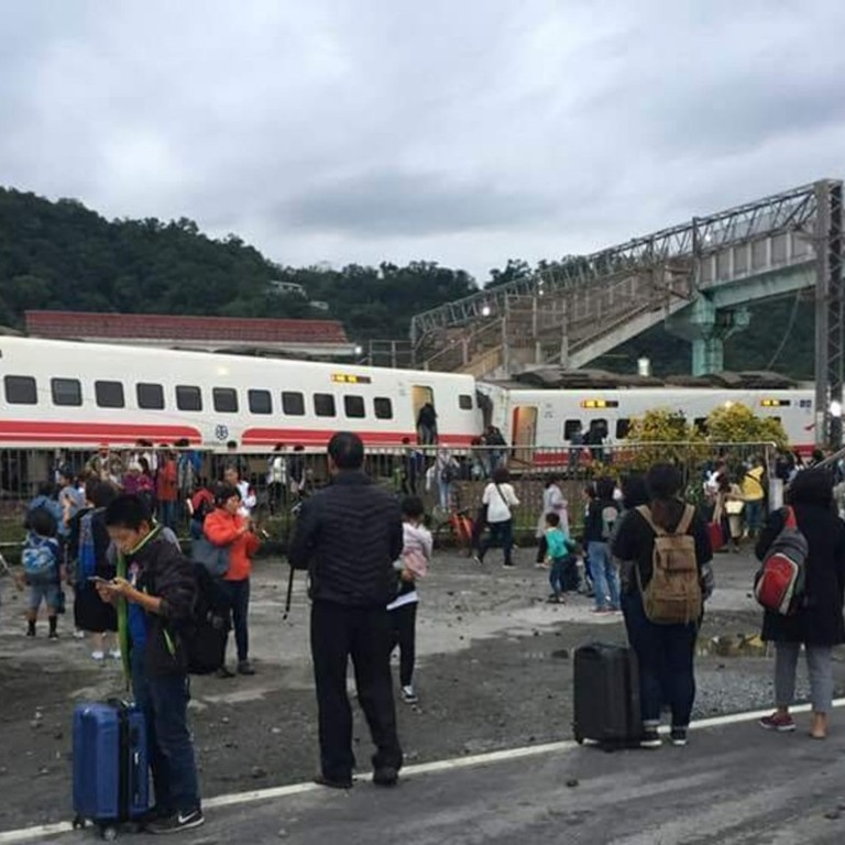 At least 18 dead and 168 injured in Taiwan tourist train