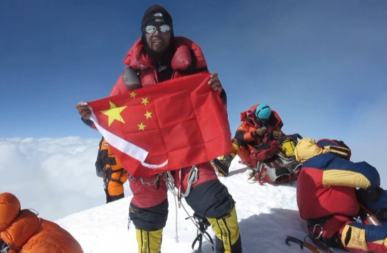 Chinese mountaineer becomes grand slam champion